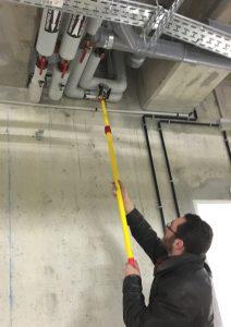 Pose de repérages de tuyauterie en sous-sol